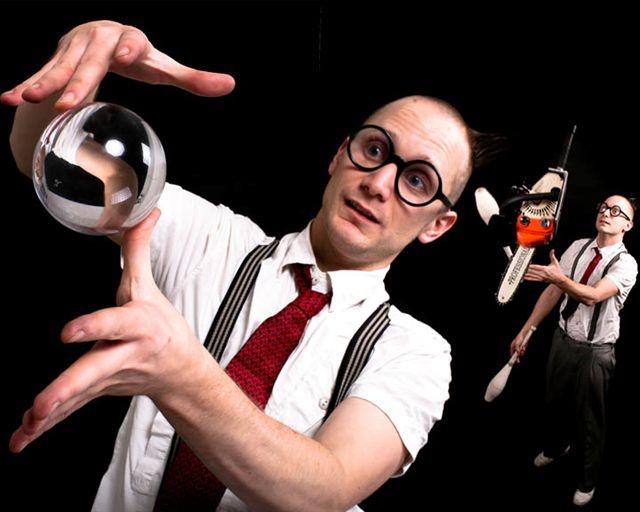 contact juggling con Ewan