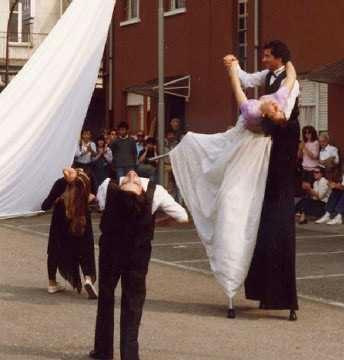 danza sui trampoli
